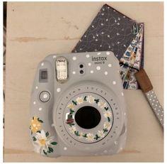 Polaroid Instax Mini, Polaroid Fujifilm, Polaroid Camera Case, Instax Mini 9, Cute Camera, Camera Art, Fujifilm Instax Mini, Instax Mini Ideas, Vintage Polaroid Kamera