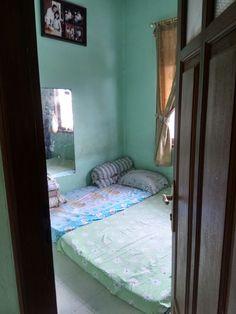 Ini adalah kamar tidur yang terletak di lantai 2