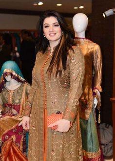 Designer Long Frock Style Kurtis For Women 2019 - Kurti Blouse Salwar Designs, Kurta Designs Women, Kurti Designs Party Wear, Dress Neck Designs, Blouse Designs, Pakistani Dresses, Nikkah Dress, Stylish Dresses, Fashion Dresses