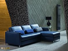 Forma zdecydowanie nowoczesna, ale i niewyzywająca – zrównoważono ją bowiem projektowaniem w duchu klasyki nowoczesności. Meble tak spokojne w odbiorze potrafią olśnić szukających wypoczynku cudowną miękkością swych oparć i siedzisk. #Kler meblekler #klerdesign #designkler #excellence #klerexcellence #design #meble #kolekcja #fuga #blue #kobalt #niebieski #leather #tapicerka #skóra #furniture #furnituredesign #interior #interiordesign #home #dom #fotel #sofa #armchair #livingroom #salon… Sofa, Couch, Furniture, Home Decor, Design, Living Room, Settee, Settee, Decoration Home