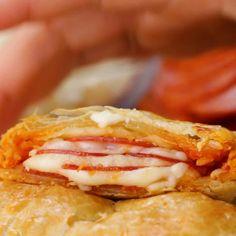 Pepperoni Pizza Pockets Puff Pockets 4 Ways Phyllo Dough Recipes, Puff Pastry Recipes, Pizza Recipes, Cooking Recipes, Party Recipes, Brunch Recipes, Yummy Recipes, Menu Leger, Puff Pastry Pizza