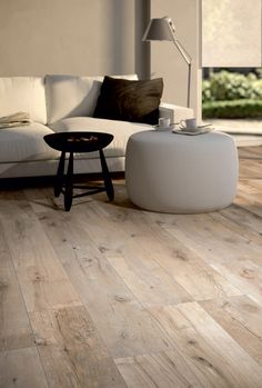 Tiles in wood look - the modern alternative - Fliesen in Holzoptik - Linoleum Flooring, Wooden Flooring, Wood Look Tile, Aging Wood, Wall And Floor Tiles, Home And Living, Sweet Home, New Homes, House Design