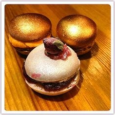 Gold&Silver macarons..