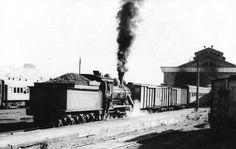 @ampliadodeltren Locomotora a vapor maniobrando en Temuco. Año 1974. Apoye el retorno del tren, a todos beneficia