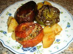 Betty's Cuisine: Γεμιστά με ρύζι Greek Recipes, Poultry, Stuffed Peppers, Stuffed Tomatoes, Zucchini, Pork, Herbs, Nutrition, Meat