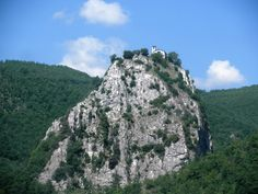 Umbria - Lo scoglio della preghiera a Roccaporena (Perugia), città natale di Santa Rita da Cascia - Foto di Merida