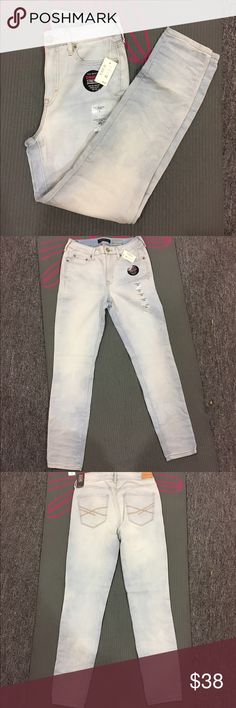 """High waisted jeggings New Aeropostale high waisted jeggings. Light blue color. Super cute and goes with anything! Size 4 short. Length is 36"""" and inseam is 27"""". Aeropostale Jeans Skinny"""