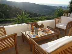 Terrasse med udsigt over Malaga. Luksuriøs, charmerende villa til leje i #Verdiales, Montes de Malaga. www.feriebolig-spanien.dk/7075