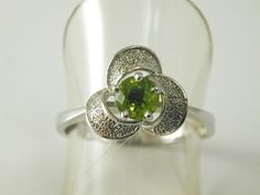 Peridot ring sterling silver flower head size U 0.52 carats 3.1 grams