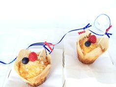Last minute DIY 4th of July. Hostess decoration project. Super easy.  Splendor in Spanglish - Cupcake Toppers - DIY
