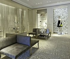 New Christian Dior boutique at Highland Park Village in Dallas Boutique Dior, Bridal Boutique Interior, Boutique Design, Boutique Ideas, Wall Mirrors Entryway, Living Room Mirrors, Living Room Modern, Modern Wall, Mirror Shelves