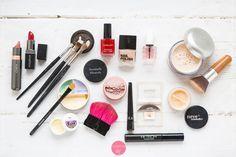 Kosmetyki minimalistki – makijaż uniwersalny czyli kolorówka kapsułowa
