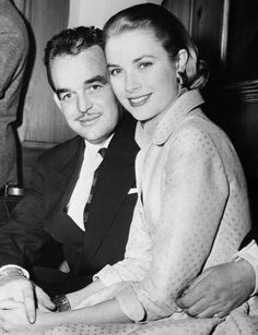 Le prince Rainier et Grace Kelly lors de leurs fiançailles en 1956
