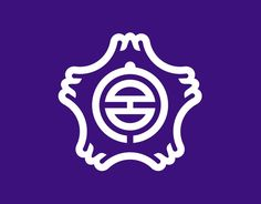A Japanese town logo that incorporate stylized kanji characters into the design. Fujinomiya (Shizuoka): The kanji 宮 (miya) inside a cherry blossom with Mt Fuji petals