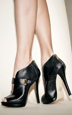 gorgeous shoes! http://rstyle.me/n/ndjxzr9te