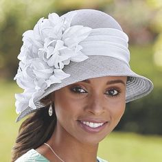 Elegant hats top off your head-to-toe glamorous style. Compliment your look today with a stylish hat. Get a new fancy hat with Ashro's credit program. Night Club Outfits, Sunday Outfits, Fancy Hats, Cool Hats, Mother Of The Groom Hats, Navy Fascinator, British Hats, Long Plaid Skirt, Office Outfits Women