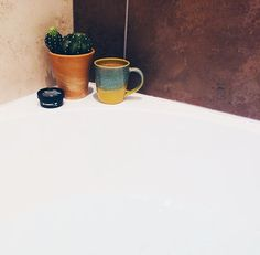 Bath time with new lush goodies and the cutest mug in the universe ✨