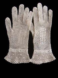 *** こちらのお品はSold-となりました、ありがとうございました。***  フランスのクロシェ編みレースの手袋です。 アンティークリネンの細く強...