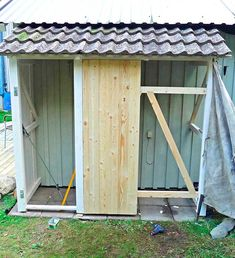 Slik bygger du en enkel redskapsbod selv - viivilla.no Diy Storage Shed Plans, Tool Storage, Green Garden, Plank, Garage Doors, Woodworking, Backyard, Outdoor Structures, Pergola