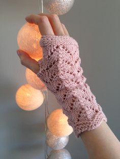 Fingerless Mittens, Knit Mittens, Knitting Socks, Knit Socks, Diy Accessories, Decorative Accessories, Knitting Stitches, Hand Warmers, Knit Crochet