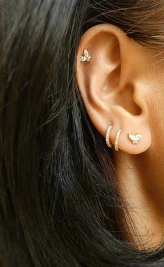 Emerald Earrings / Tiny Emerald Trio Stud Earrings in Gold / Natural Emerald Studs / Tiny Stud Earrings / May Birthstone / Gift for Her - Fine Jewelry Ideas Tragus, Cartilage Earrings, Tiny Stud Earrings, Emerald Earrings, Earring Studs, Ear Jewelry, Cute Jewelry, Danty Jewelry, Modern Jewelry