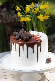 Schwarzwaldská torta - recept | Varecha.sk Cake, Desserts, Food, Basket, Tailgate Desserts, Deserts, Kuchen, Essen, Postres