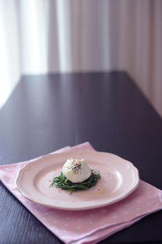 La VideoRicetta del Sabato: Uovo in Camicia (senza giacca) con Barba di Frate – La Cucina Psicola(va)bile di Iaia & Maghetta Streghetta