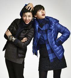 ウルトラライトダウンを着用した安藤桃子(映画監督)と安藤サクラ(女優)の姉妹
