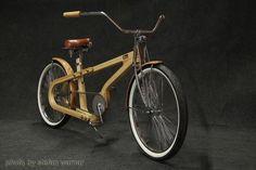 wooden bike made by Arnolt van der Sman