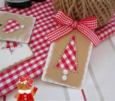 love the red gingham Homemade Christmas Cards, Christmas Gift Wrapping, Diy Christmas Gifts, Christmas Projects, Handmade Christmas, Handmade Gift Tags, Christmas Crafts, Christmas Ornaments, Christmas Trees