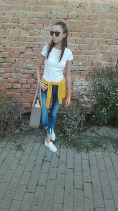 Girl ootd, outfit od the day, with  white tshirt basic, jens,obag, brunette and her hairstyle Autumn ootd, white slip on
