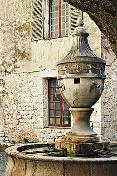 Village fountain of St Paul de Vence, Alpes-Maritimes department, Provence-Alpes-Cote d'Azur Region, France. One of the oldest medieval towns on the French Riviera, it is well known for its modern and contemporary art museums and galleries. (V)
