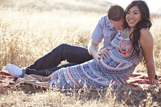 Such a gorgeous pregnant gal. So many #Couples #Maternity #Poses in here.