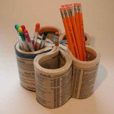 Un annuaire peut se transformer en un astucieux pot à crayons.