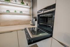 #builtinoven #builtinkitchenoven #kitchenoven #kitchenstove #kitchendesign #kitchen #kitchenfurniture #mobila #mobiladebucatarie #bucatarii #bucatariimoderne #modernkitchens #KUXA #KUXAstudio #KUXAkitchens #bucatariiKuxa Kitchen Oven, Kitchen Appliances, Wall Oven, Furniture, Studio, Design, Gifs, Home, Diy Kitchen Appliances