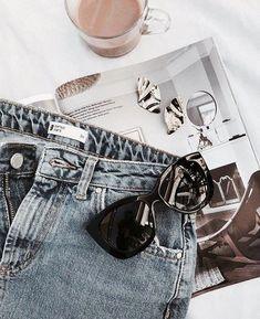 Get Ready Flatlay Source by laszloho styling clothes Flatlay Fashion, Denim Fashion, 90s Fashion, Street Fashion, Fashion Trends, Grunge Fashion, Girl Fashion, Flat Lay Photography, Clothing Photography