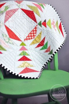 Snow Star :: Aurifil Mini Quilt Challenge; great mini- the quilting is beyond perfection!