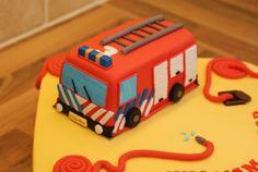 http://www.mijnalbum.nl/Foto-FZJH3VGU.jpg Brandweerauto taart
