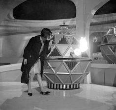 Doctor Who producer Verity Lambert lights her cigarette on a Mechonoid's flamethrower between shots Eighth Doctor, 13th Doctor, First Doctor, Doctor Who Tardis, Dr Who Companions, Doctor Who Cosplay, Uk Tv Shows, Vintage Robots, Dalek