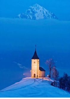 9 Awe-Inspiring Photos of Charming Churches In The Snow The Church of St. Primoz in Slovenia Old Country Churches, Old Churches, Beautiful World, Beautiful Places, Beautiful Pictures, Church Pictures, Family Pictures, Take Me To Church, The Church
