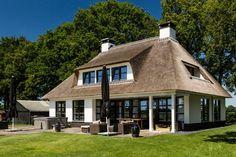 Charmante villa - villa - bouwen - Wonen.nl Dream House Interior, Thatched Roof, Home Reno, House 2, Architect Design, Lodges, Villa, Future House, Bungalow