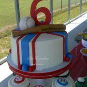 Baseball cake - For the little slugger in your life!