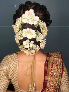20 Best and Trendy Hairstyle For A Wedding You'll Love - Tikli Bridal Hairstyle Indian Wedding, Bridal Hair Buns, Bridal Hairdo, Indian Wedding Hairstyles, Engagement Hairstyles, Wedding Bun Hairstyles, Trendy Hairstyles, Party Hairstyles, Wedding Day Makeup