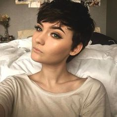 Long pixie hairstyles are a beautiful way to wear short hair. Many celebrities are now sporting this trend, as the perfect pixie look can be glamorous, elegant and sophisticated. Here we share the best hair styles and how these styles work. Short Pixie Haircuts, Hairstyles Haircuts, Pretty Hairstyles, Short Hair Cuts, Straight Hairstyles, Girls With Short Hair, Pixie Haircut For Round Faces, Long Hairstyle, Hair Dos