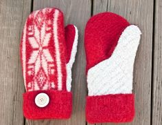 Free tutorial to make mittens out of a felted sweater (with printable pattern!) These make an awesome, useful #DIY #gift idea.