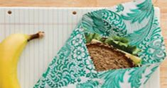 This adorable, sandwich sack lets you bag the baggie habit for a more sustainable option. Sewing Crafts, Sewing Projects, Projects To Try, Sewing Ideas, Sandwich Bags, Wrap Sandwiches, Diy Beeswax Wrap, Eco Friendly House, Craft Fairs