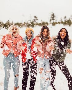 Find images and videos about sexy, girls and white on We Heart It - the app to get lost in what you love. Foto Best Friend, Best Friend Pictures, Snow Pictures, Bff Pictures, Instagram Girls, Photo Instagram, Aspyn Ovard, Winter Photography, Photography Ideas