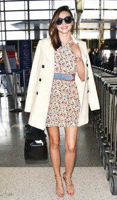 Immer schick gestylt: Model Miranda Kerr. Wir verraten ihre Tricks, um in bauchfreien Tops, Fransenjacken und Blümchenkleid super-edel auszusehen