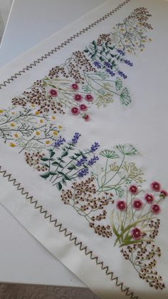 Hand Embroidery Projects, Hand Embroidery Videos, Hand Embroidery Art, Hand Embroidery Tutorial, Machine Embroidery, Border Embroidery Designs, Basic Embroidery Stitches, Embroidery Patterns, Tambour Embroidery