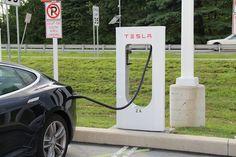 Met de aankondiging op 17 september 2013 van de ontwikkeling van een nieuw elektrisch voertuig, neemt General Motors in Amerika de handschoen op tegen Tesla, een opkomende producent van elektrische auto's uit Sillicon Valley. Toch blijf de elektrische automarkt gedomineerd door Nissan.